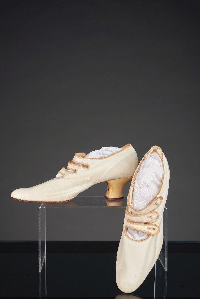 Женские свадебные туфли. 1900–1905. Victoria Museum Women's wedding shoes. 1900–1905. Victoria Museum