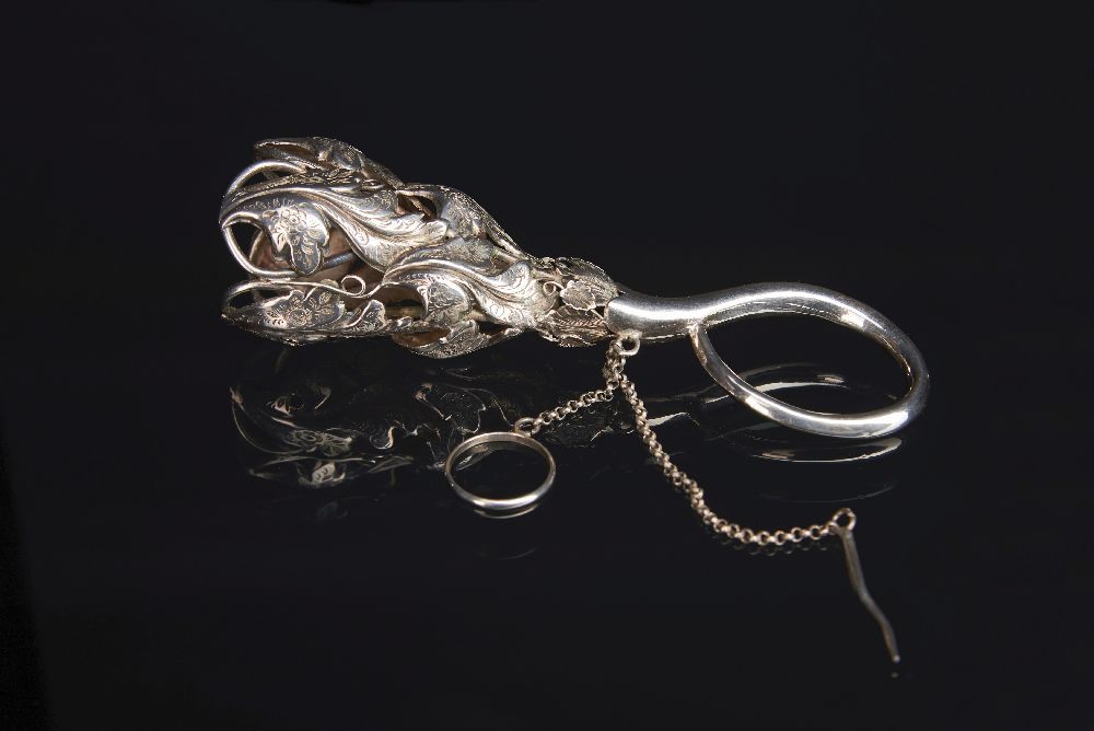 Серебряный портбукет. 1860. Victoria Museum Silver posy holder. 1860. Victoria Museum
