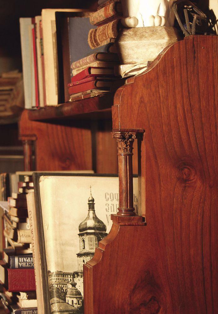 Библиотека вквартире Алёшиных наул. Б.Житомирской, 17. Фото конца 1990‑х гг. Предоставлено Н.Н.Кондель-Перминовой