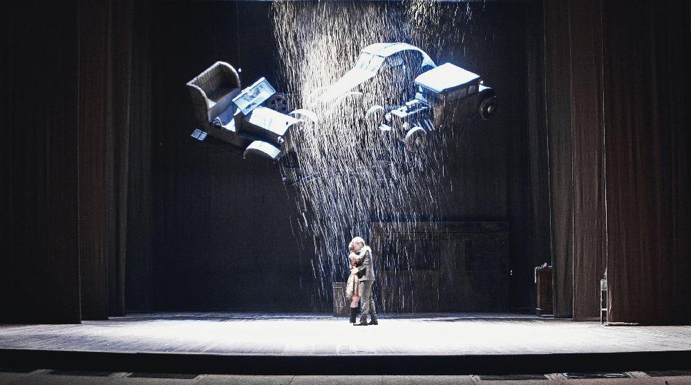 Сцена з вистави «Три товариші»